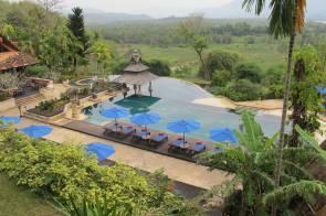 resort-pool